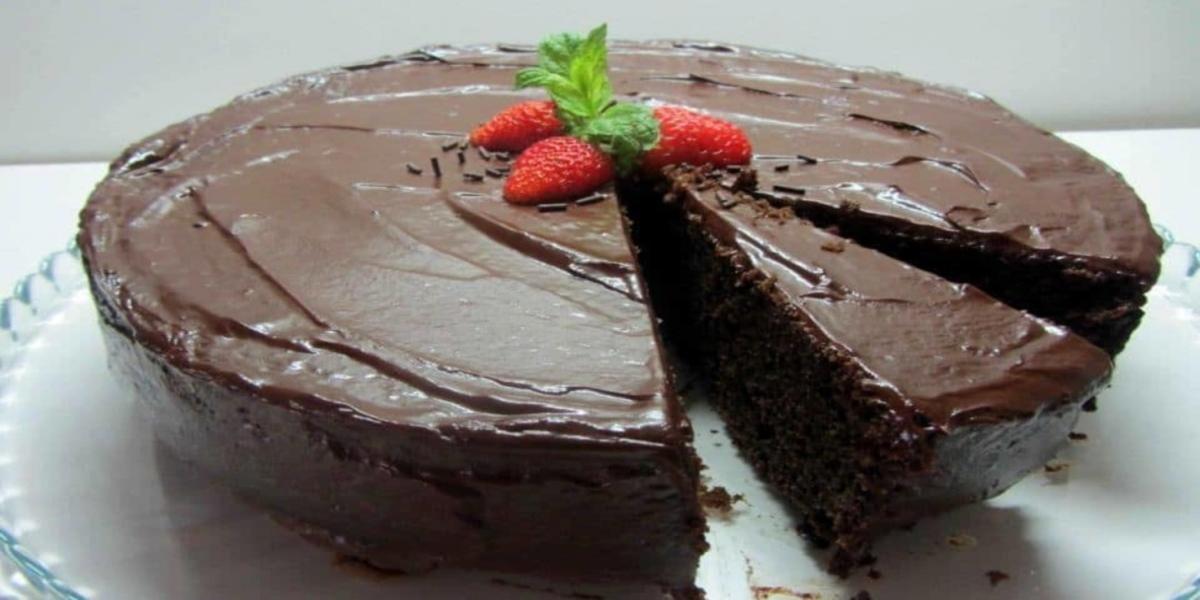 Bolo de Alfarroba com Cobertura de Chocolate
