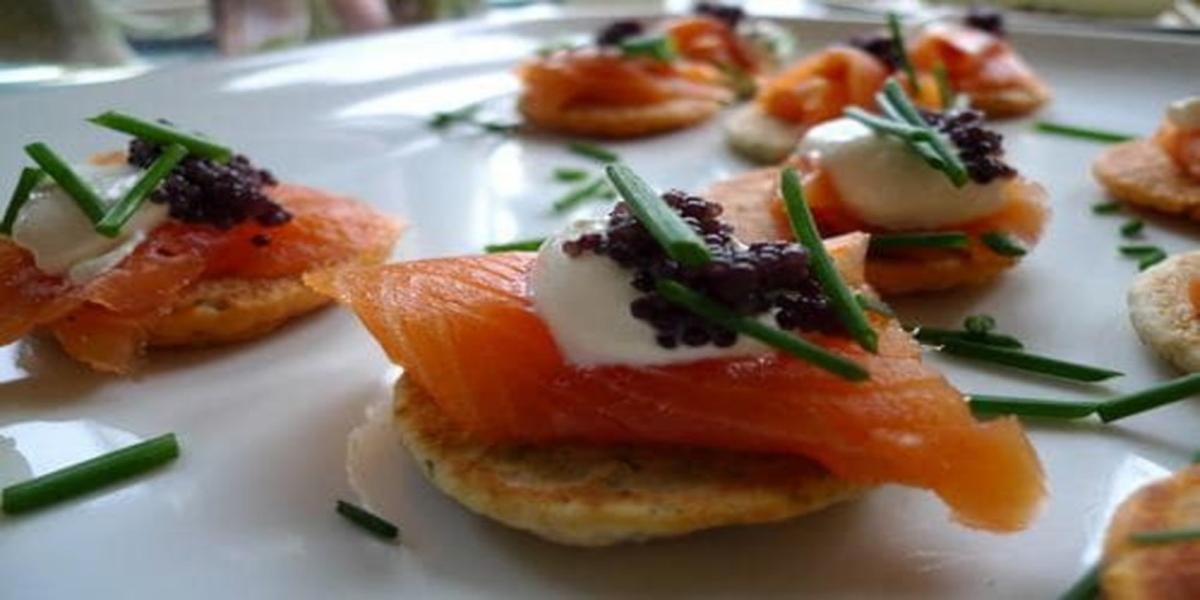 Canapé de Salmão Fumado e Caviar
