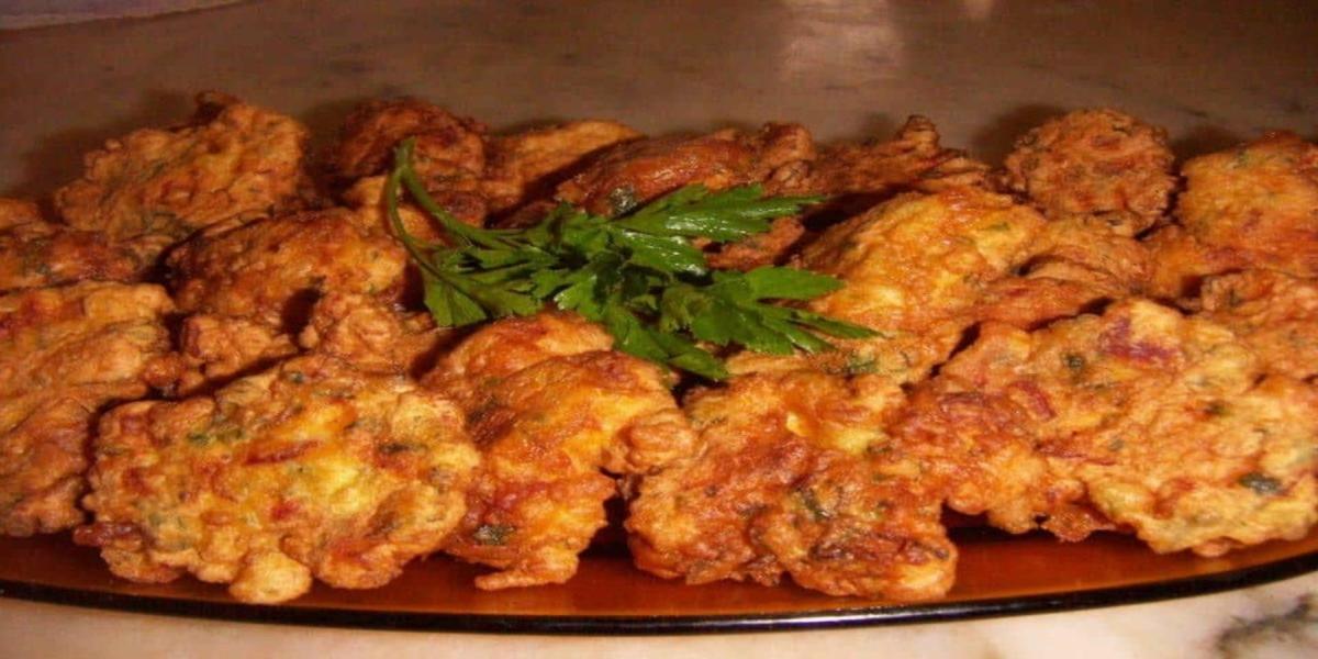 Pataniscas de Chouriço e Salsa