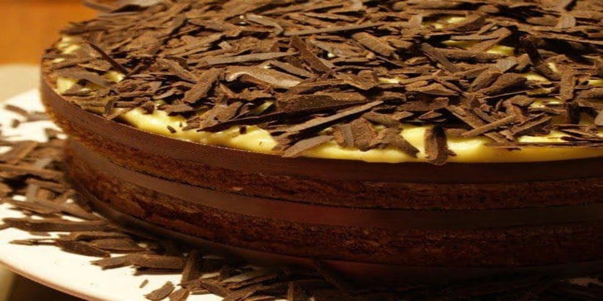 Bolo de Chocolate com Recheio de Baunilha
