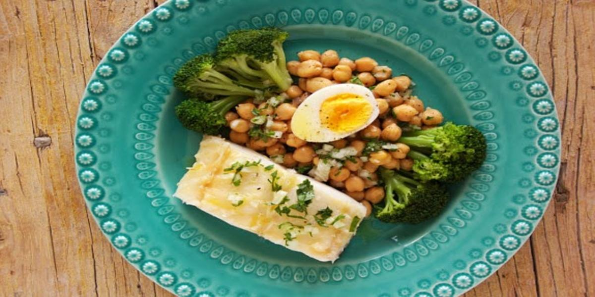 Bacalhau Cozido com Grão e Brócolos