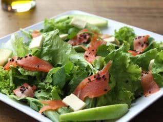 Salada de Salmão Fumado com Ervas