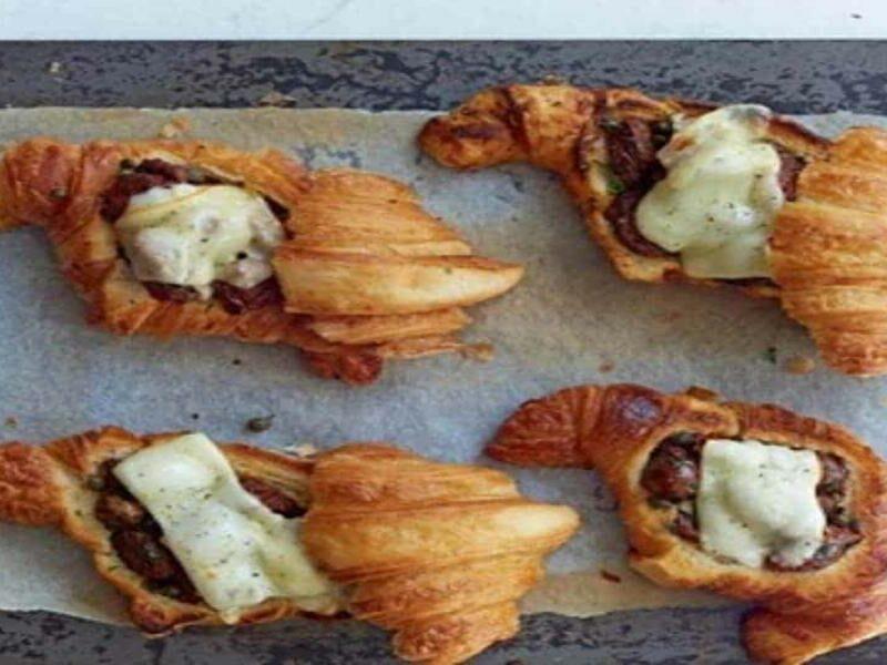 Croissant Recheado com Salsicha e Queijo