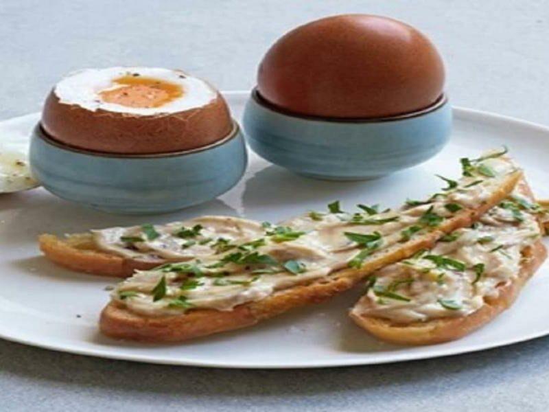 Ovos Cozidos com Soldados de Anchovas