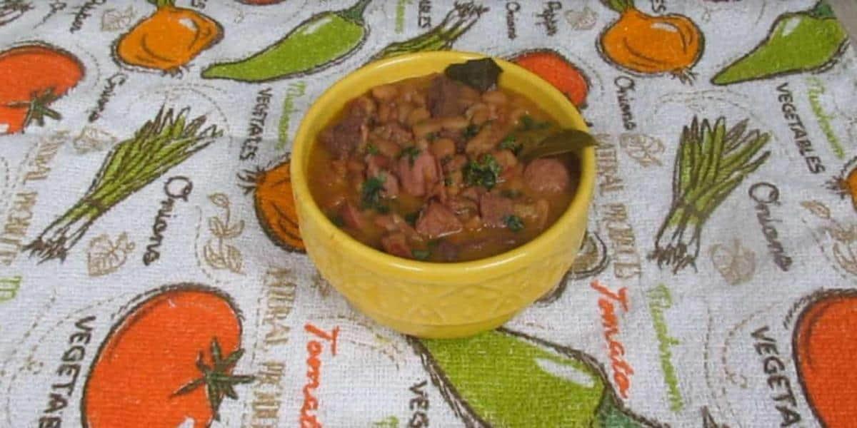 Feijão com Carne e Linguiça